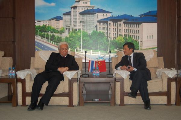 王树国校长会见泰国驻华大使马纳塔先生