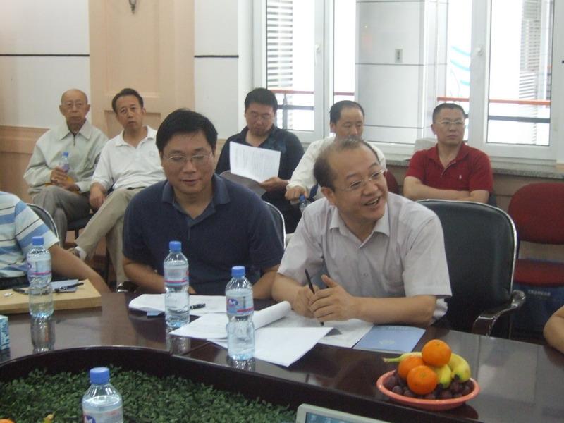 北京市煤气热力工程设计院热力设计部经理梁永健发言