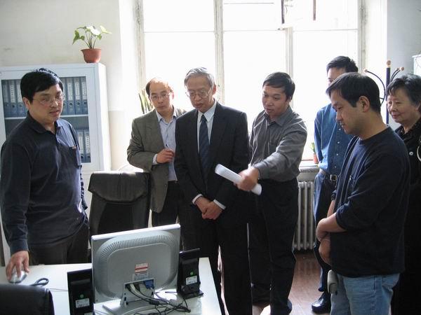 中南建筑设计院的教授级高级工程师桂学文,同济大学建筑设计研究院的