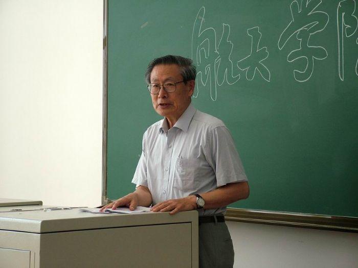 评审组专家王广雄教授做总结发言