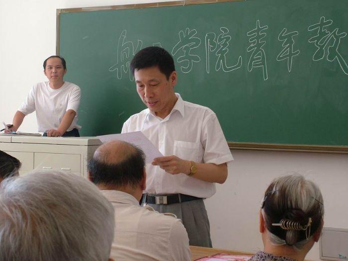 航天学院党委副书记段云宣读表彰文件